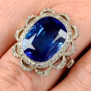 most expensive sapphire in fellows history to go under the hammer