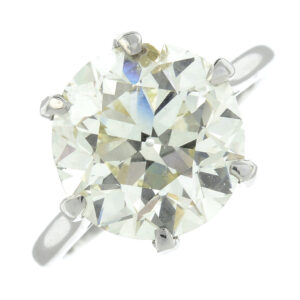 diamond ring smashes estimate and sells for over 16000