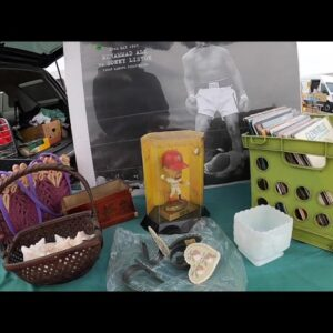 Flea Market Treasure Hunting For Antiques and Oddities!
